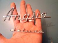 FORD ANGLIA 60 64 SCRITTA DELUXE BADGE